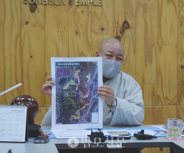봉선사 주지 초격 스님이 자비순례 계획을 설명하고 있다.